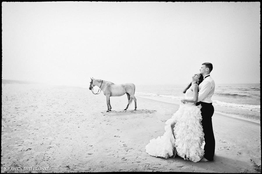 Magda i Rafał | sesja we mgle | plener w stadninie 14