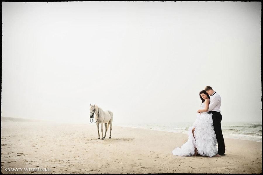 Magda i Rafał | sesja we mgle | plener w stadninie 15