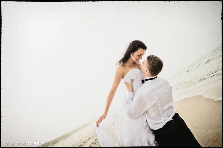 Magda i Rafał | sesja we mgle | plener w stadninie 31