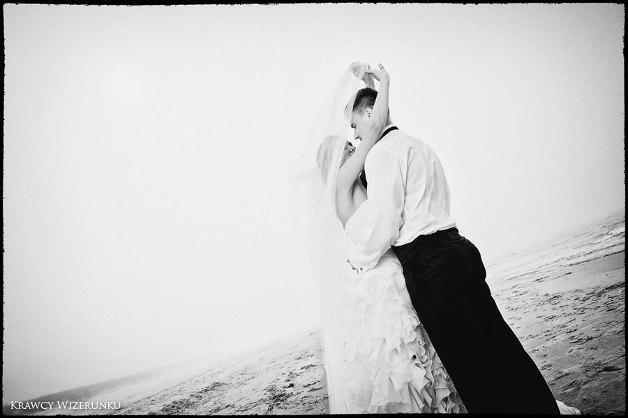 Magda i Rafał | sesja we mgle | plener w stadninie 32