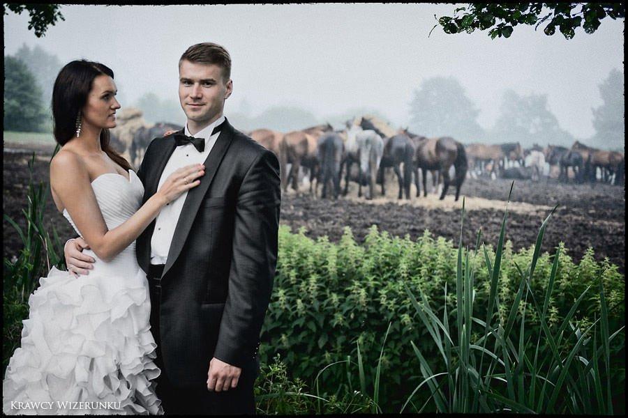Magda i Rafał | sesja we mgle | plener w stadninie 46