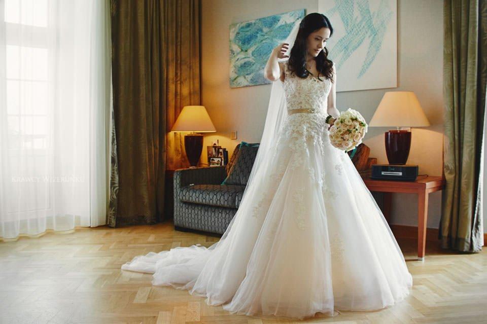 suknia ślubna w grand hotelu