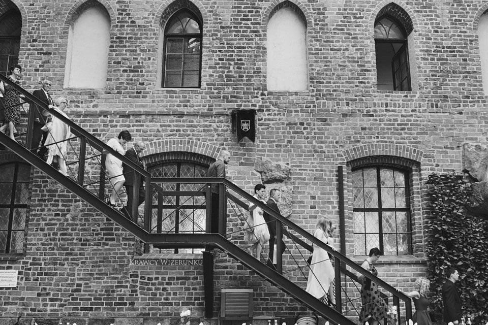 zdjęcia ślubne na zamku w gniewie
