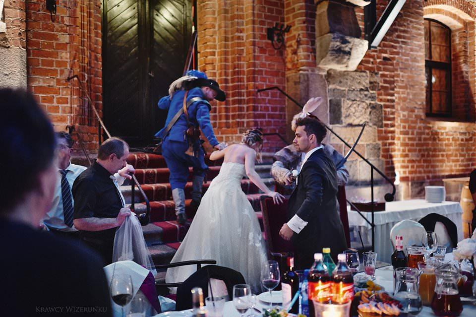 fotografia ślubna na zamku w gniewie