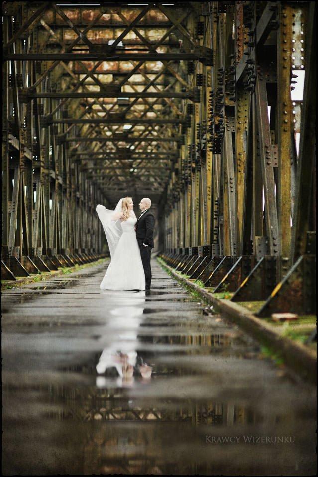 Sesja ślubna na moście i plaży 2