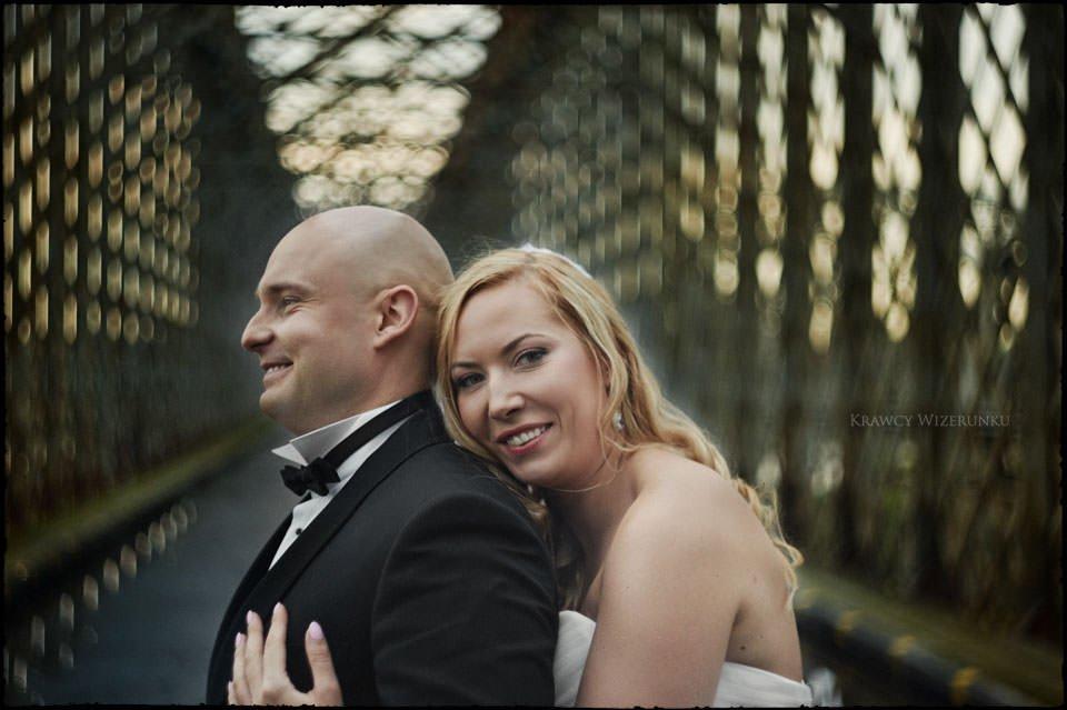 Sesja ślubna na moście i plaży 4
