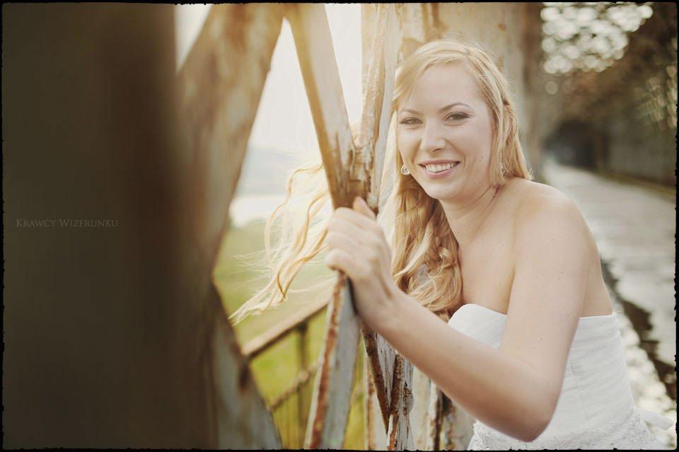 Sesja ślubna na moście i plaży 7