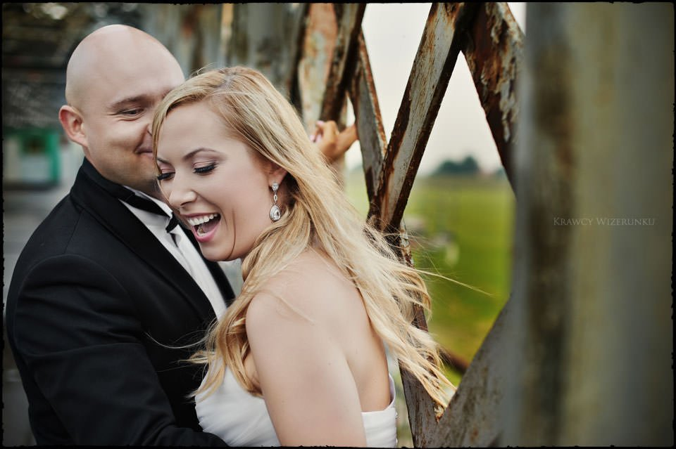Sesja ślubna na moście i plaży 9
