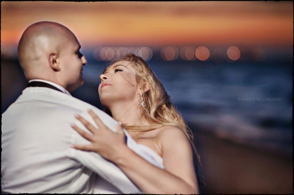 Sesja ślubna na moście i plaży 19