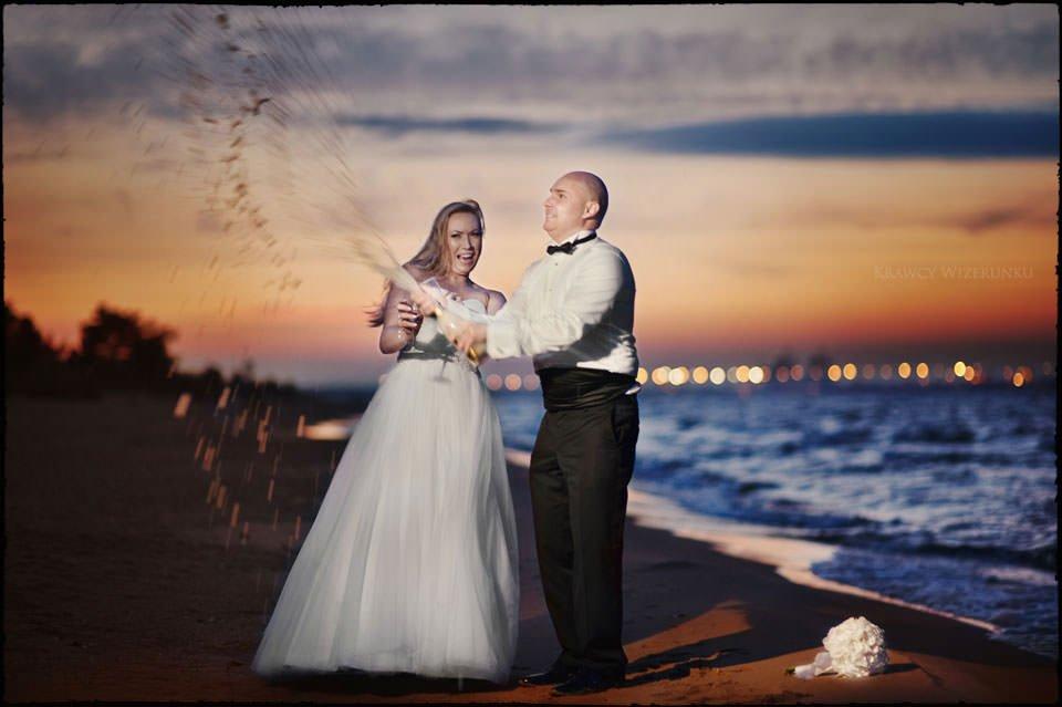 Sesja ślubna na moście i plaży 20