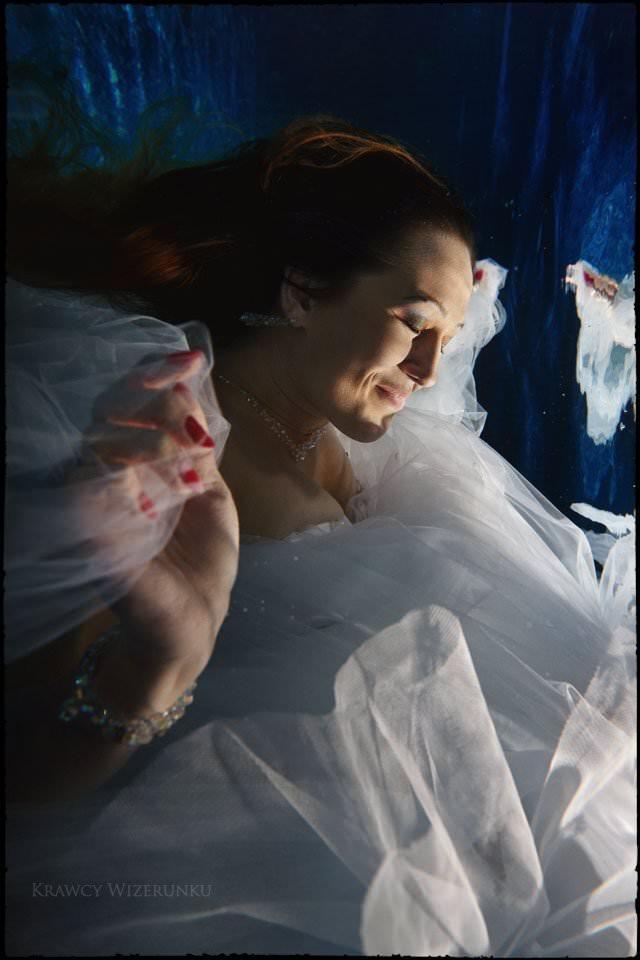 podwodna sesja ślubna, podwodne zdjęcia ślubne
