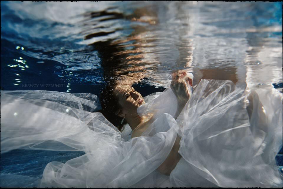 sesja ślubna pod wodą