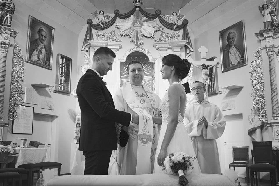 Sesja ślubna z końmi w Otominie 24