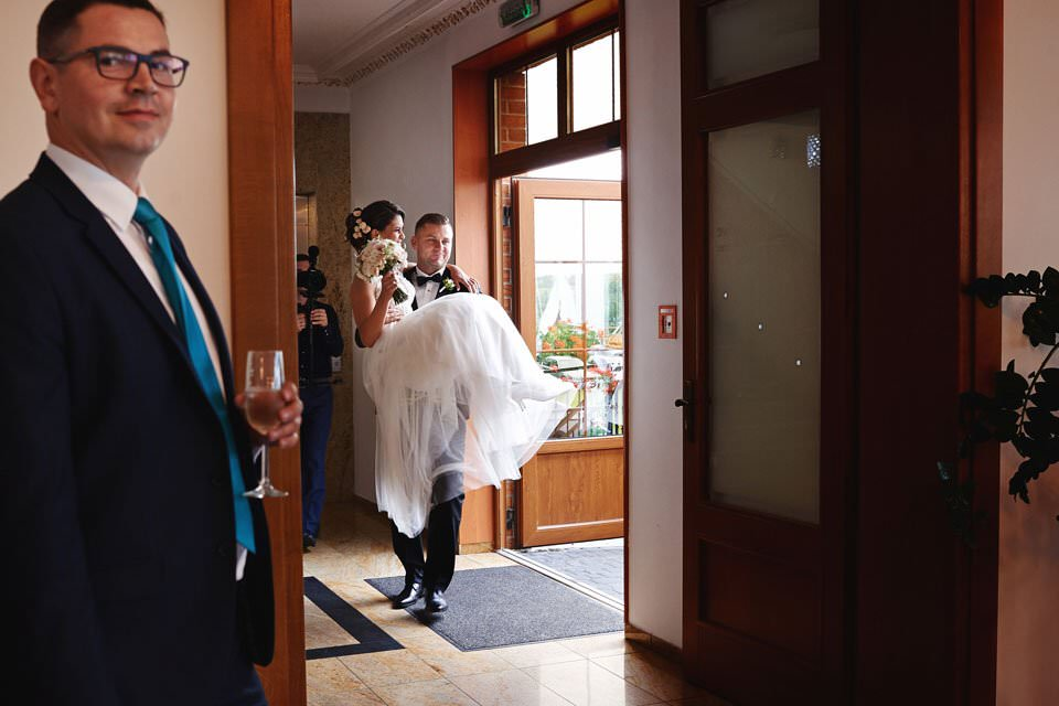 Sesja ślubna z końmi w Otominie 49