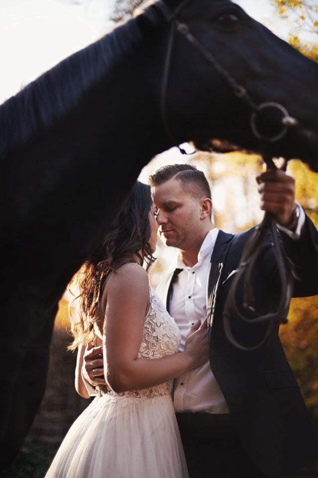 Sesja ślubna z końmi w Otominie 75