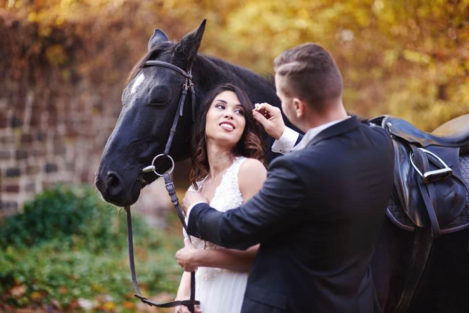 Sesja ślubna z końmi w Otominie 76