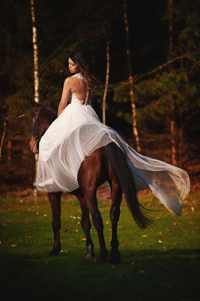 Sesja ślubna z końmi w Otominie 79