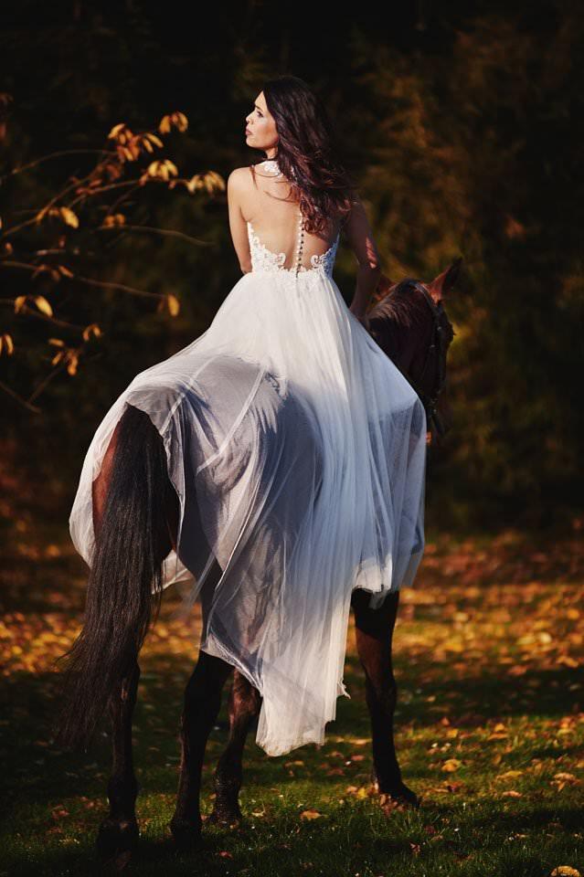 Sesja ślubna z końmi w Otominie 80