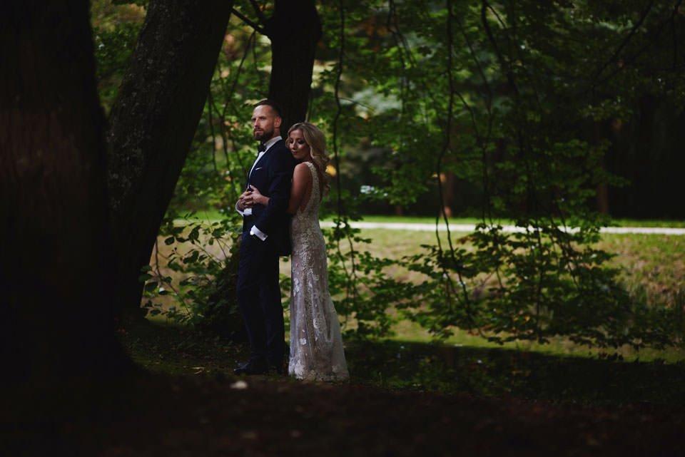 wyjątkowa sesja ślubna w parku