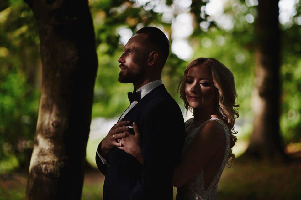 wyjątkowa sesja ślubna w zieleni