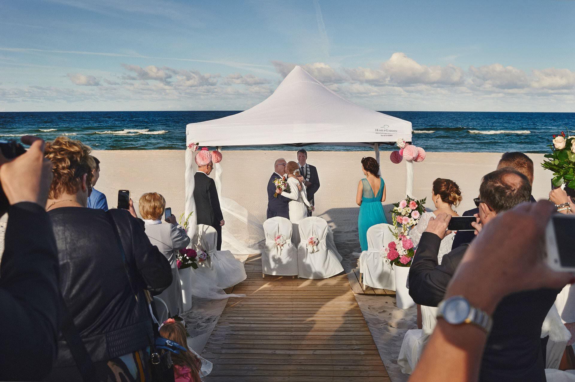 ślub plenerowy nad morzem