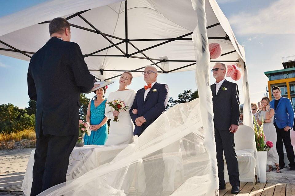 Ślub plenerowy nad morzem 32